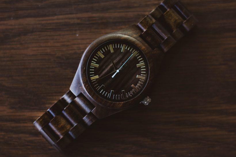 drevené hodinky